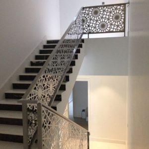 Thi công cầu thang sắt trong nhà