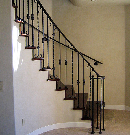 Các mẫu cầu thang sắt đơn giản
