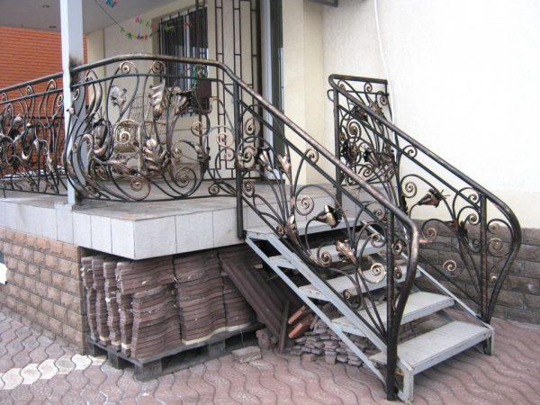Các mẫu cầu thang sắt nghệ thuật
