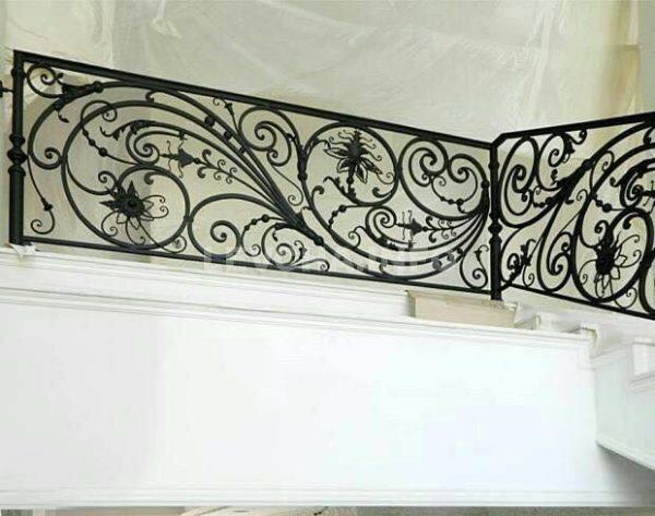 Cầu thang sắt đơn giản