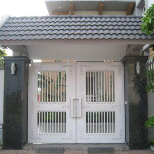 Mẫu cửa cổng sắt 2 cánh đơn giản, rẻ đẹp